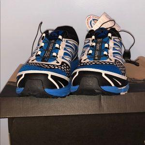 brand new salomon sneakers